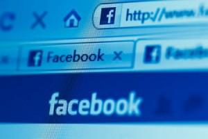 Facebook подключила рекламу